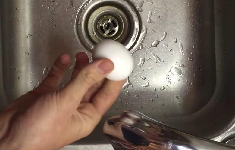 peler un œuf