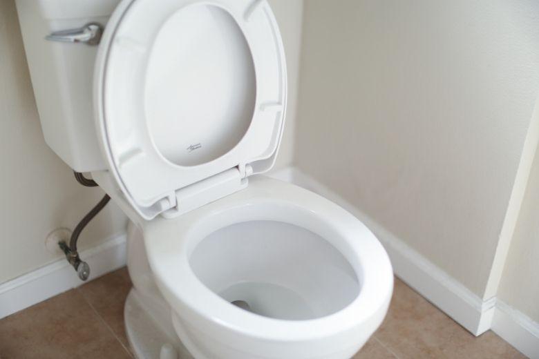 toilettes réservoir