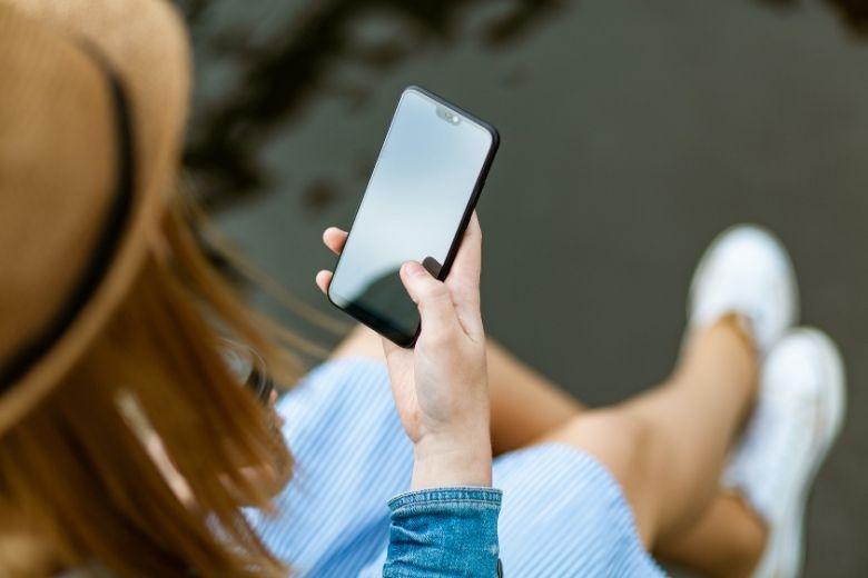 femme téléphone